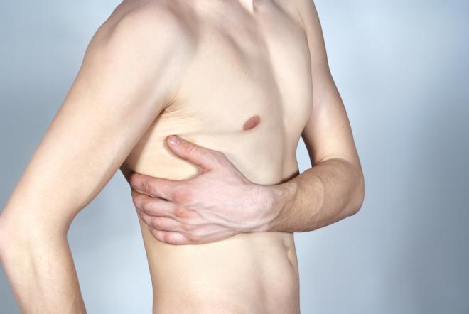 боль в ребрах при переломе