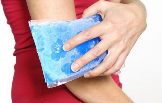 ледяной компресс на локоть