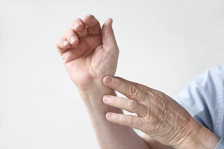 растяжение связок кисти руки