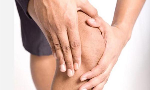 боль при разрыве связок колена